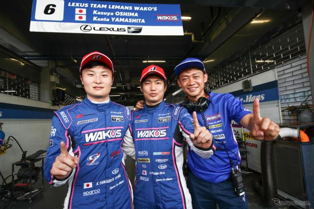 GT500クラスのポールを獲得した#6 LC500の(左から)山下、大嶋、脇阪監督。《撮影 益田和久》