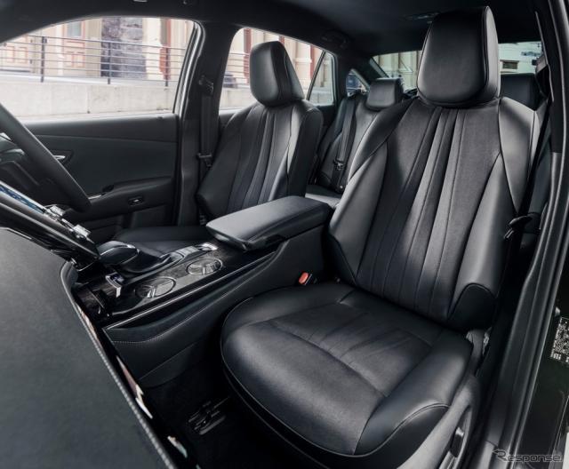 トヨタ クラウン Sエレガンススタイル(2.5リットルハイブリッド車)《画像:トヨタ自動車》