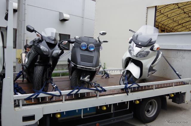 バイクの形状はさまざまなので積載車への積み方にもこだわりが《撮影 宮崎壮人》