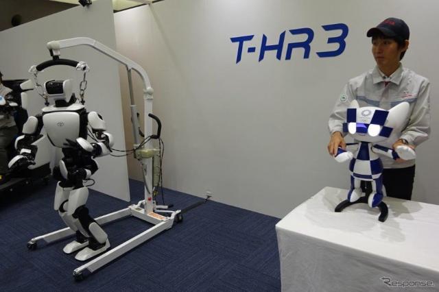 トヨタ マスコットロボット(右)とT-HR3の連携《撮影 池原照雄》