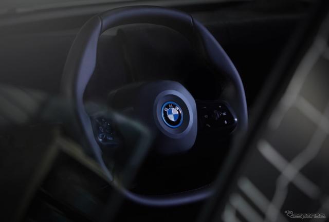 BMWグループの次世代EVのiNEXTに採用される新開発の「ポリゴナル・ステアリングホイール」《photo by BMW》