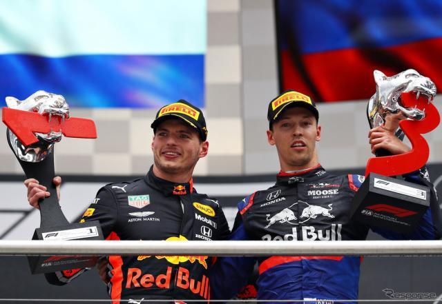 フェルスタッペン(左)が優勝、クビアト(右)が3位。ドイツGPでホンダ勢ダブル表彰台が実現した。《写真提供 Red Bull》