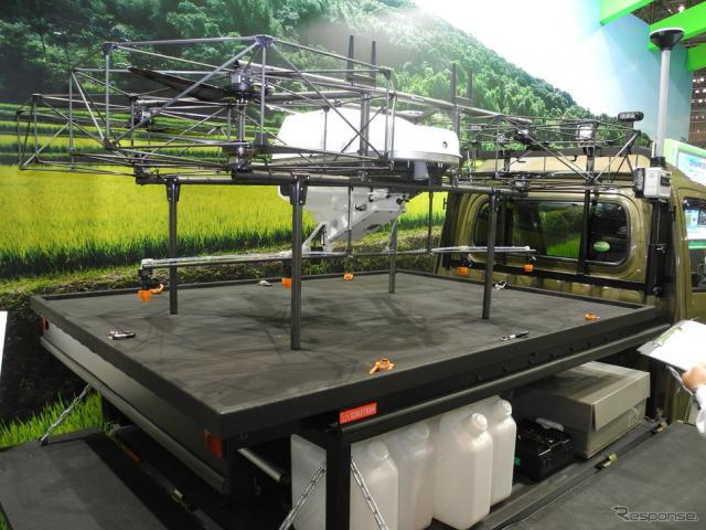 ダイハツ工業が開発したドローン離発着用の軽トラック《撮影 山田清志》