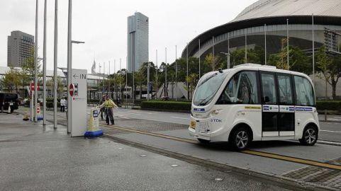 信号を予測しダイヤどおり走る自律走行バス、手動コントローラーは意外な…CEATEC 2019