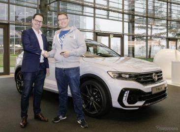 VWの新コンパクトSUV、『Tロック』に最強「R」…量産第一号車を引き渡し