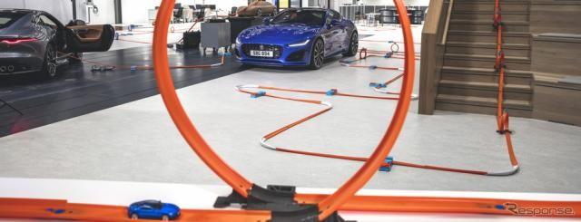 ジャガー Fタイプ 改良新型、開発スタジオを駆け抜けるミニカー