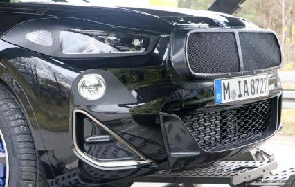 """巨大な""""ブタ鼻""""の下には…BMW X2 が初の大幅改良へ、デビューは2021年か"""