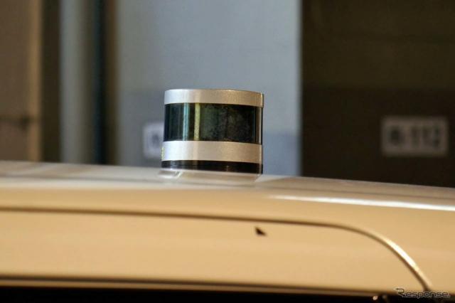 周囲360度の状況を感知るためにベロダイン社のLiDARも搭載されていた