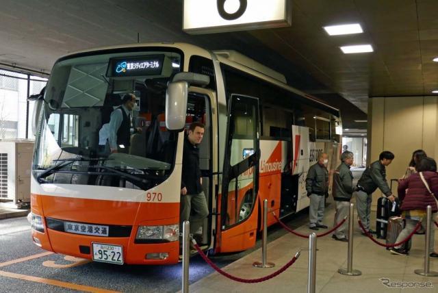 空港からT-CATに到着する乗客