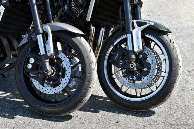 ヤマハ XSR900(左) & カワサキ Z900RS(右)《撮影 中野英幸》