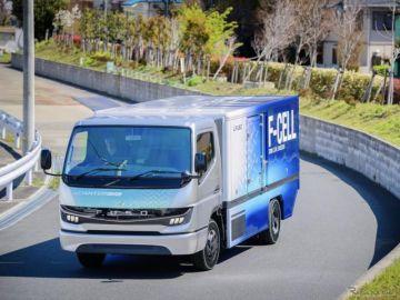 三菱ふそうeキャンターF-CELLを発表…ダイムラートラックはHVをパスしてEV/FCVへ