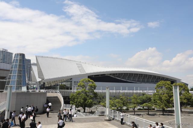 会場のパシフィコ横浜《写真 自動車技術会》
