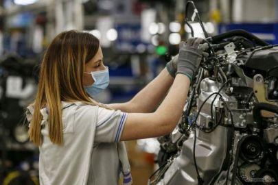 FCAとPSAとの合弁で生産再開、ポルシェも従業員間2mを順守で