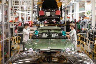 ベントレー、生産を再開…仕切りの設置やレイアウト変更など対策