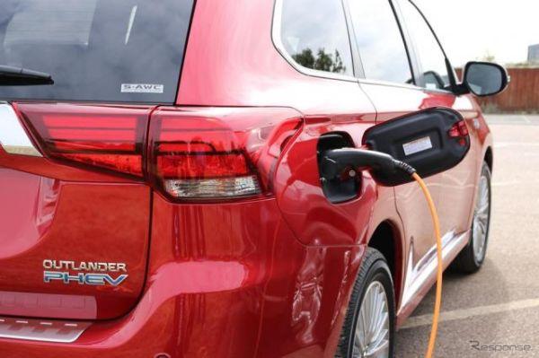 三菱 アウトランダーPHEV、2年間1万6000km分の充電料金を支援 英国