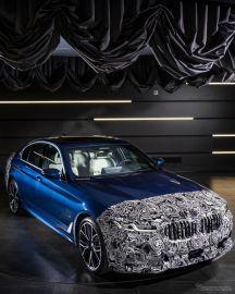 BMW 5シリーズセダン 改良新型、ティザーイメージ…5月27日発表