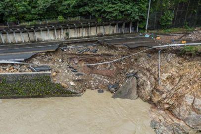 九州地方の記録的豪雨、ダイハツ、マツダなども生産停止[新聞ウォッチ]