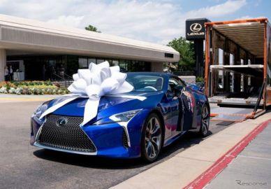 レクサス LCコンバーチブル、量産第一号車を引き渡し…慈善オークションで200万ドルで落札