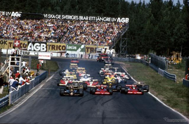 1978年F1スウェーデンGP決勝スタート(6月17日)。マリオ・アンドレッティ(ロータス79)、ニキ・ラウダ(ブラバムBT46B)、ジョン・ワトソン(ブラバムBT46B)、ロニー・ピーターソン(ロータス79)、リカルド・パトレーゼ(アローズFA1)、ジョディ・シェクター(ウルフWR5)、カルロス・ロイテマン(フェラーリ312T3)、ジル・ヴィルヌーヴ(フェラーリ312T3)ら。《Photo by Hoch Zwei/Corbis Sport/ゲッティイメージズ》
