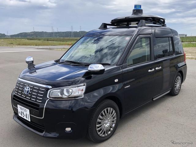 5G を活用した自動運転タクシーの事業化に向けた運行管理実証、実験車両のベース車両:JPN TAXI《写真提供 日本工営》