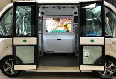 万博記念公園、自動運転EVバスの実証開始へ 対話型アバター搭載で新たな移動体験を提供