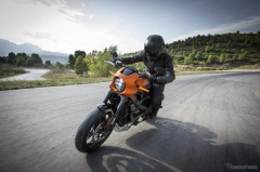 ハーレーの電動モーターサイクル『ライブワイヤー』、2021年春に日本導入…0-100km/h加速3秒