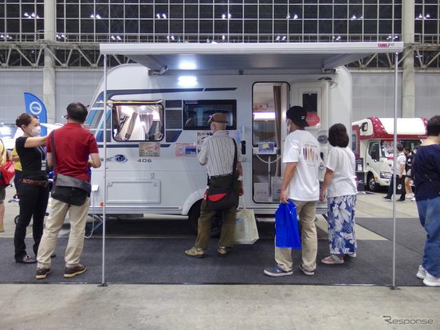 インディアナRV/トリガノ『エメロード406 Vエディション・プレミアム』。フランス製だがドアが左側にある(東京キャンピングカーショー2020)。《写真撮影 高木啓》