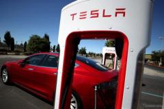 テスラの新型EVは260万円、マスクCEOの夢3年後実現へ[新聞ウォッチ]