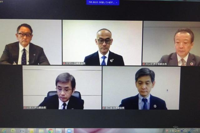 会見する自工会の豊田章男会長と4副会長《写真撮影 池原照雄》