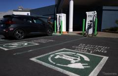 米カリフォルニア州、2035年までにガソリン車の販売禁止へ[新聞ウォッチ]
