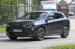 初のタッチスクリーンとワイドグリル採用?BMW X2 改良新型、登場は2021年内か
