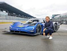 VWの680馬力EVレーサーをニコ・ロズベルグがテスト…ニュルで