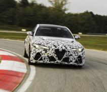 アルファロメオ ジュリア、伝説の名前「GTA」が復活…F1ドライバーが開発テスト