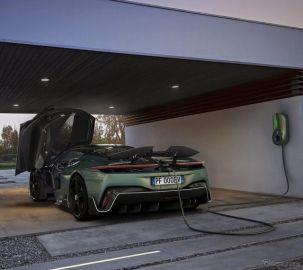 EVハイパーカー『バッティスタ』、専用の充電システム開発…ピニンファリーナがデザイン