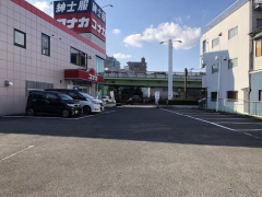 akippa、紳士服コナカと駐車場シェアリングサービス開始 新規来店促進も