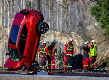 高さ30mから新車を落下、ボルボカーズの過酷な衝突テストの狙い