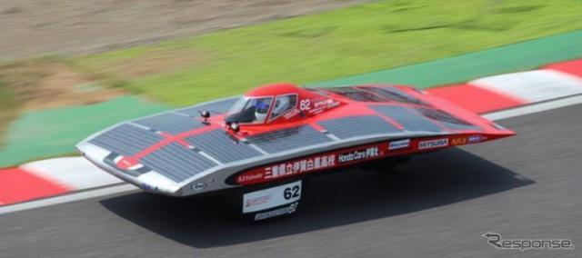 三重県立伊賀白鳳高校エコカー部が製作したソーラーカー《写真提供 三重トヨタ自動車》