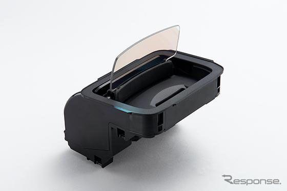 【スズキ ソリオ 新型】パナソニックの小型コンバイナタイプHUDを搭載