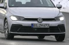 """VW ポロ も""""ゴルフ顔""""に!? 現行初の改良でマイルドハイブリッドも"""