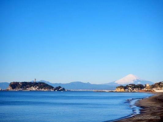 神奈川県の江の島周辺で自動運転バスの実証実験---ハンドルのないナビヤ・アルマ