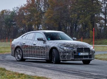 BMWの新型EV『i4』、開発は最終段階に…プロトタイプ