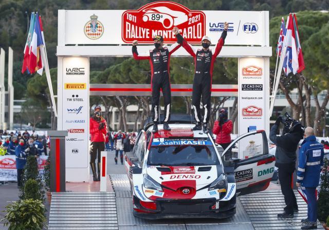 2021年WRC開幕戦モンテカルロを制したトヨタの#1 オジェ(向かって右がオジェ。左はコ・ドライバーのJ.イングラシア)。《写真提供 TOYOTA》