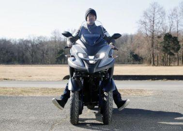 【ヤマハ トリシティ300 試乗】ついに自立した3輪モビリティ、「スタンディングアシスト」の実力とは…伊丹孝裕