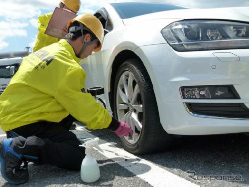 例年実施している日本自動車タイヤ協会によるタイヤ点検の様子(参考画像)《写真提供 日本自動車タイヤ協会》