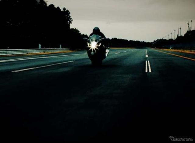 スズキの二輪の新型車のティザーイメージ《photo by Suzuki》