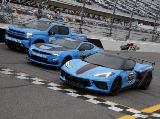 3台合わせて1370馬力、シボレーがNASCAR開幕戦のペースカーに…コルベットやカマロ