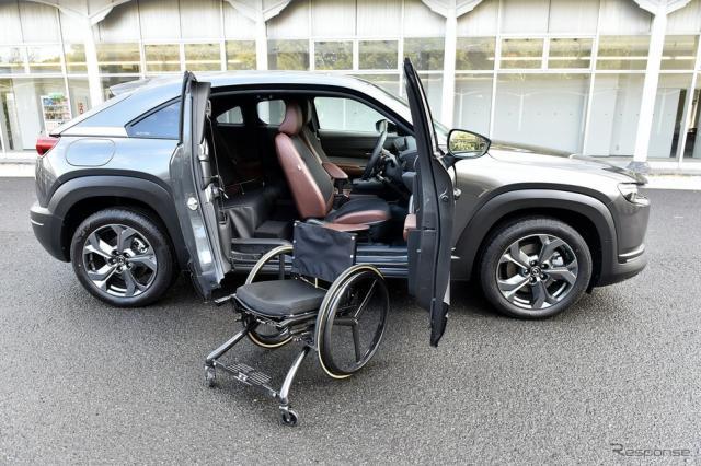 マツダ MX-30 EV 自立支援車両(「Self-empowerment Driving Vehicle」)《写真撮影 中野英幸》