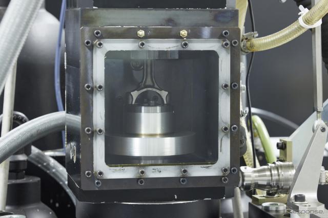 筒内燃焼を可視化できるエンジン《写真提供 日産自動車》