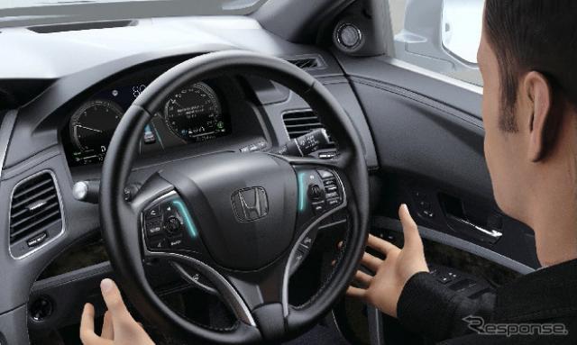ホンダ・レジェンド新型:ハンズオフ機能付。車線内運転機能作動時《写真提供 ホンダ》