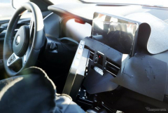 BMW X4 改良新型プロト、内装を激写!大型タッチスクリーンの存在も確認